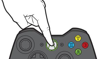 """一个手指按下 Xbox 360 无线控制器上的""""指南""""按钮。"""